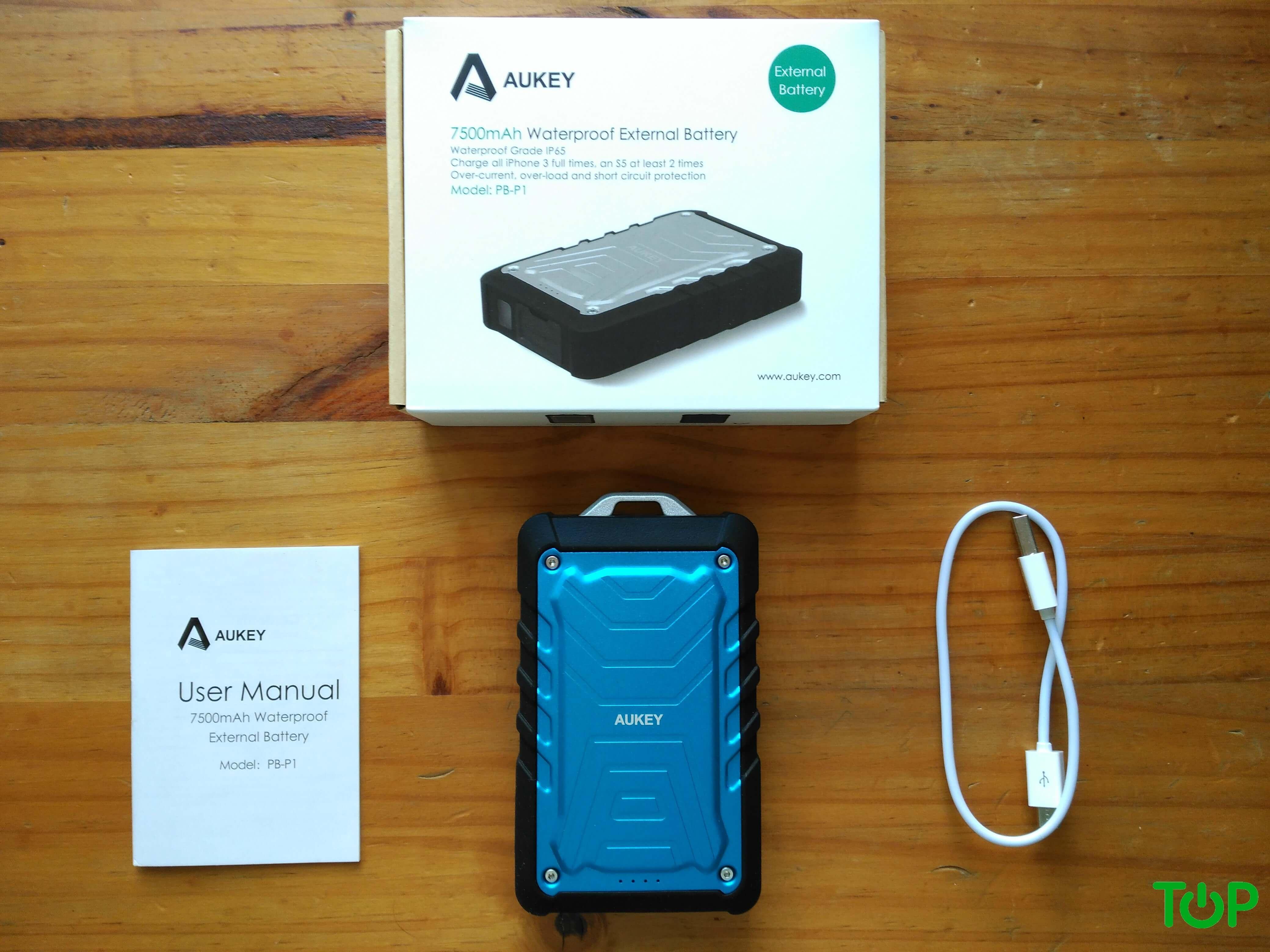 contenido-bateria-externa-aukey-7500-mah