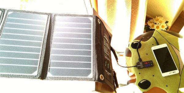 cargador solar rayos inclinados